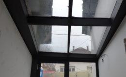 üvegtetős bejárat