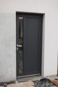 bejárati ajtó külső nézet